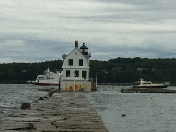 rockland harbor breakwater light2